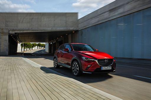Der Mazda CX-3 bekommt ein Facelift. Vor allem neue Technik schafft es in das Modell.